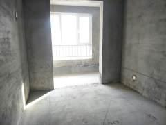 东平县清峰山学校附近毛坯三室,停车方便集体供暖