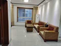 东平县明湖中学附近 黄金楼层三楼 中装三室两厅 家具家电齐全
