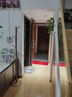 东平县盛世铂悦府1室1厅1卫40m²精装修 紧临二实小