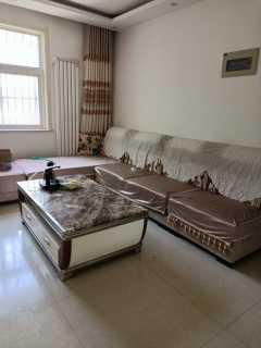 东平丽水嘉苑3室2厅1卫1000元/月97m²中档装修出租,紧邻三实小附近,家具齐全,看房子方便。