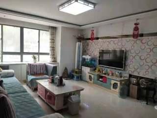 东平县明湖中学附近 高档小区 精装三室两厅两卫  家具家电齐全 拎包入住